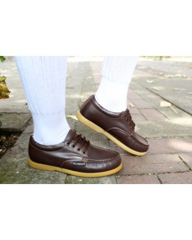 Colegiales en cuero. Zapatos Olander Raiders  Café 0310 Suela en Caucho. Cosidos y Pegados