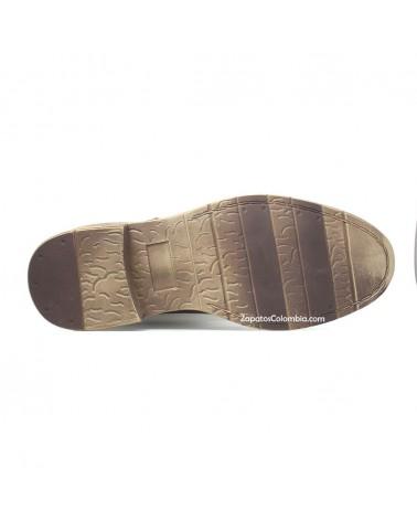 SanPolos-Bota-cuero-casual-hombre-ZapatosColombia.co-cafe-3155-5-Suela en TR Elastómero suave, flexible y resistente.
